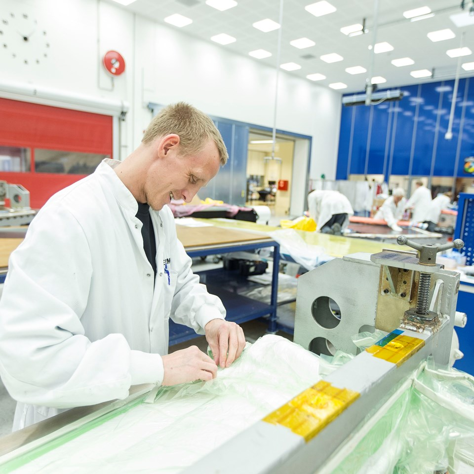 Terma employee working in manufacturing